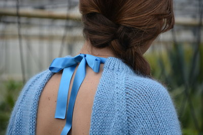 Breipakketje: trui met strik maatje XS en S