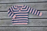 Breipakketje trui met strepen en V-hals_
