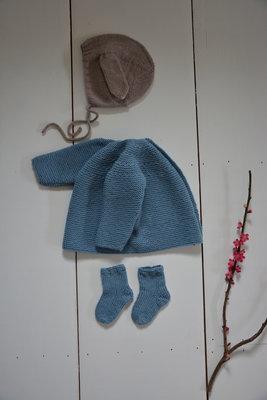 Brassière, bonnet et chaussettes