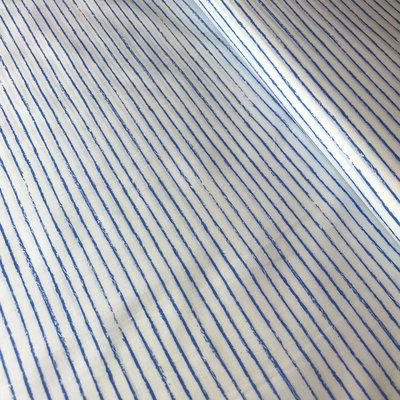 wit met 'getekende' licht blauwe streepjes-katoen
