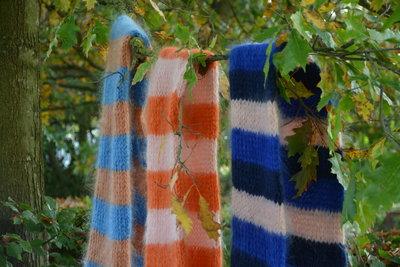 Breipakket voor sjaal in kid annell in roest/blauw
