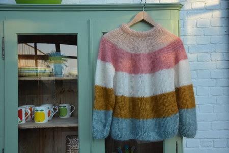 Breipakket trui met brede strepen