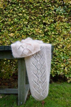 Breipakket sjaal met ajour