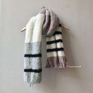 Breipakket bouclé sjaal