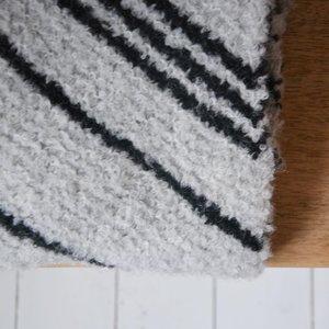 Breipakket bouclé sjaal grijs/zwart